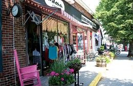 Niantic's Main Street is lined with boutiques and small restaurants, as well as a classic movie theater. Photo by Caryn B. Davis.