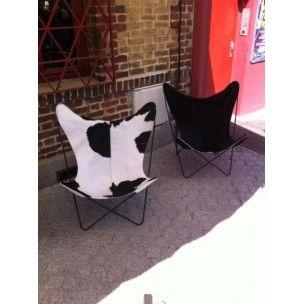 """Paire de chaises """"Butterfly"""" en peau de vache, KURCHAN, FERRARI-HARDOY et BONET - années 70"""