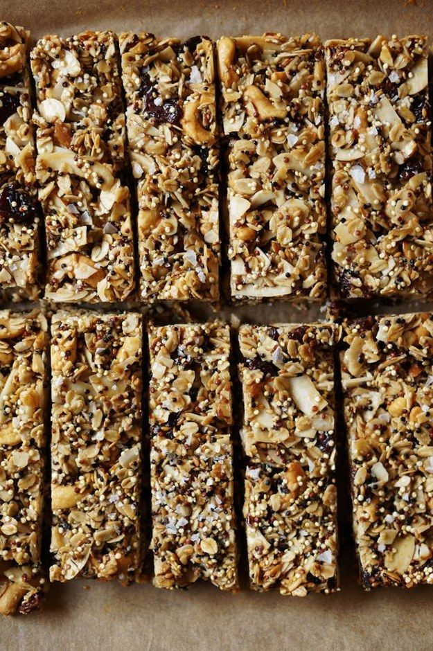 Quinoa Granola Bars | 28 Easy And Healthy Breakfasts You Can Eat On The Go #breakfast #recipe #brunch #healthy #recipes