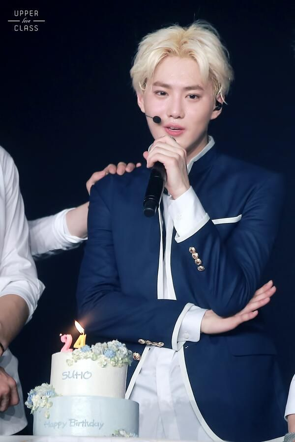 140523 Suho - EXO from Exoplanet #1 - The Lost Planet Concert (cr: upperclass suho)