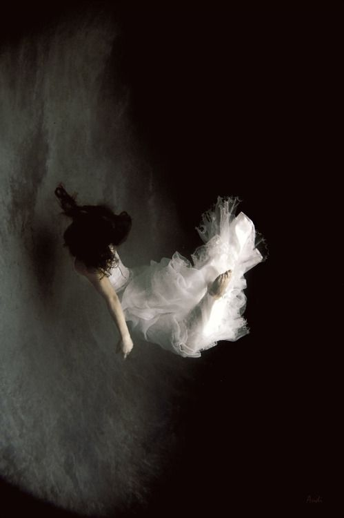 Let Me Fall. Photo, Emotion, Loneliness, Darkness/Obscurité, Fall/Chute, Purity/pureté.