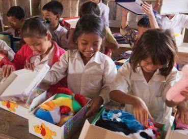 Un grupo evangélicos de ayuda humanitaria está una vez más realizando su campaña anual de Navidad para ayudar a los niños pobres de todo el mundo...