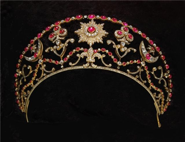 this crown is closely tied with the Romanov dynasty and Russian poet Alexander Pushkin. Grand Duke Mikhail Romanov presented this crown to his bride Countess Sophie Merenberg, granddaughter of Alexander Pushkin.