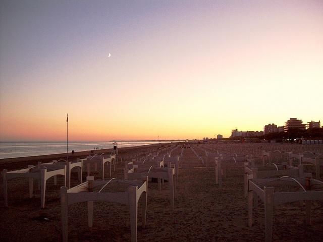 Primi riflessi lunari e la spiaggia