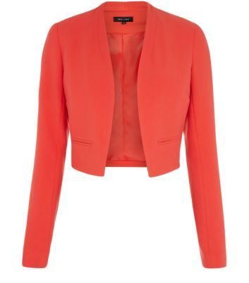 """This cropped blazer is perfect for finishing off both workwear and evening looks. Try layering over a red mini skirt and a white cami.- Simple long sleeves- Double cloth design- Structured style- Open front design- Casual fit- Model is 5'8""""/176cm and wears UK 10/EU 38/US 6"""