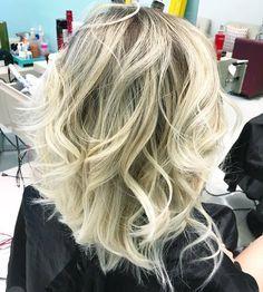 Cabelo loiro Loiro platinado Ondas Ondulado Cachos Cacheado Blonde Short hair Cabelo curto