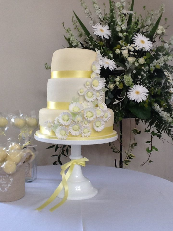 1000+ images about Daisy themed wedding cakes on Pinterest ...