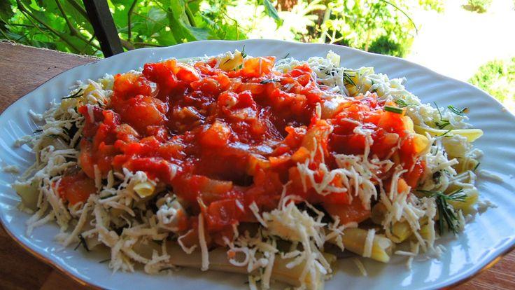 Rasfat de weekend: Păstăi de fasole cu sos de roşii