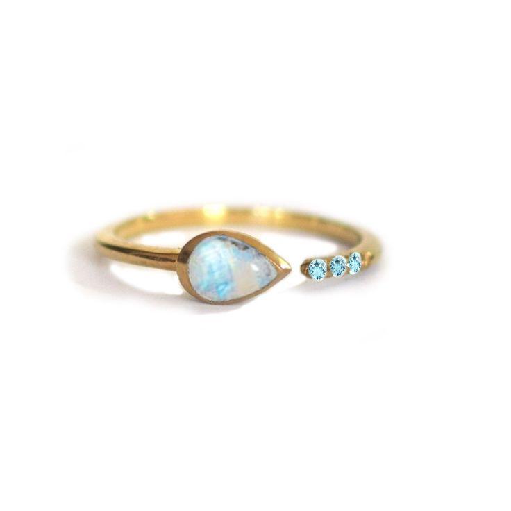 Rainbow Moonstone and Aquamarine Siren Ring #aquamarine-ring #moonstone-and-aquamarine-ring