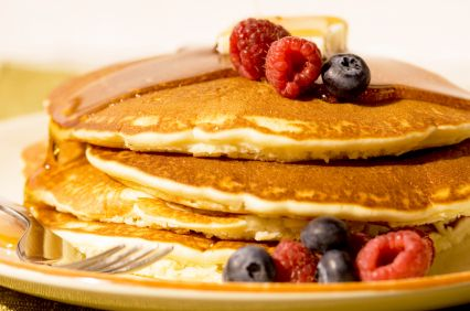 Echt een feestelijk verwenontbijt, deze kleine dikke Amerikaanse pannenkoekjes. Het recept komt uit ons boek 'PuurGezond! Slank in 8 stappen'
