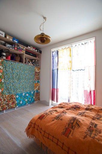 棚はあとから設置し、手製のカーテンで目隠し。