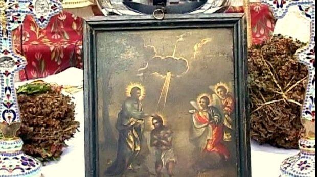 """Botezul Domnului sau Boboteaza marchează încheierea sărbătorilor de iarnă. Credincioşii iau apă sfinţită la slujba de Bobotează, """"aghiasma mare"""", şi o beau pe nemâncate timp de 8 zile. Restul se pă..."""
