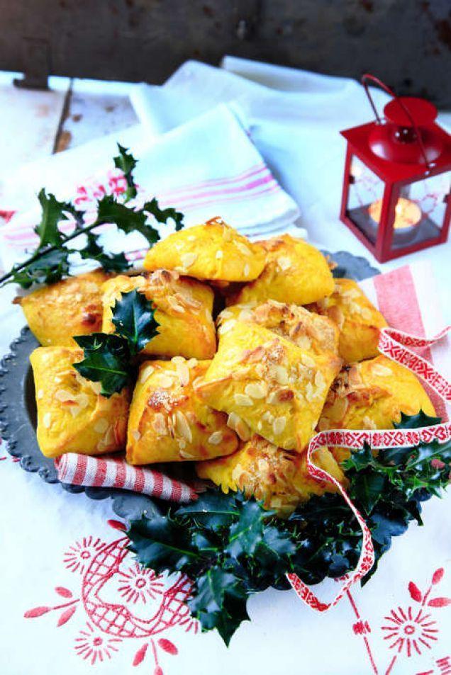 Läckra saffransbullar som fylls med apelsin och hasselnötter.