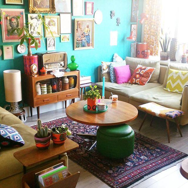 Ik zit lekker op de bank..genieten van mijn koffie. Straks lekker snuffelen bij de kringloop.... • • • #interieur #interior #interior4all #colorfulhome #retro #retrolivingroom #midcentury #abmlifeiscolorful #instahome #instaliving #thriftstorefinds #westgermany #brabantia #instaplants #houseplants #wonenemetkleur #kleurig #wonenmetlef #retrometkleur #colourmyhome #mycolorfullhome #deensdesign  #pastoe #deens #sixties #design #seventies #