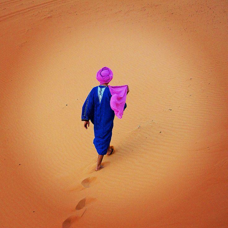 Berber man in sand dunes Erg Chebbi - Marocco