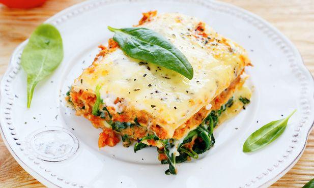 Lasanha de legumes, uma deliciosa opção vegetariana preparada com massa e legumes frescos. Uma refeição completa e saudável para toda a família.