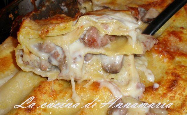 Lasagne con funghi salsiccia e provola