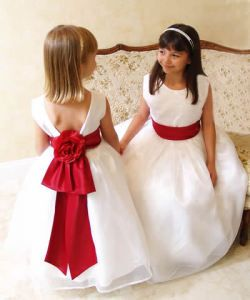 I love the Flower Girl Dress with Red Sash.... I want the bow that's on the back of these girls dresses!!!