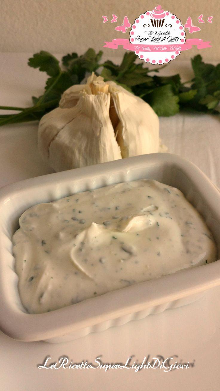 Ciao a tutti! Questa crema leggerissima che ho preparato per le polpette light di pollo alle verdure è indicata per accompagnare carne ma anche per ilpesc
