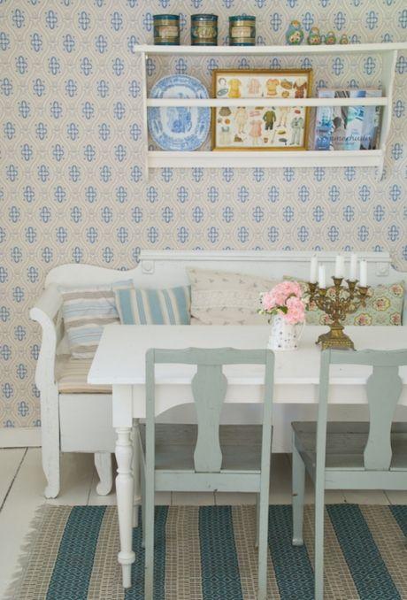 Indret sommerhuset med loppefund, farver og mønstre | ISABELLAS