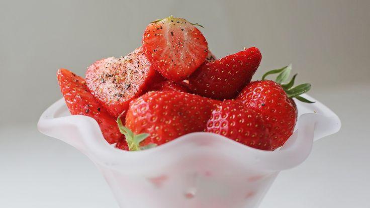 NRK Mats aller korteste oppskrift med jordbær er signert Andreas Viestad.
