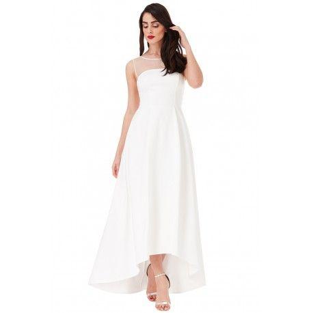 Biała długa sukienka ślubna z trenem i siateczką