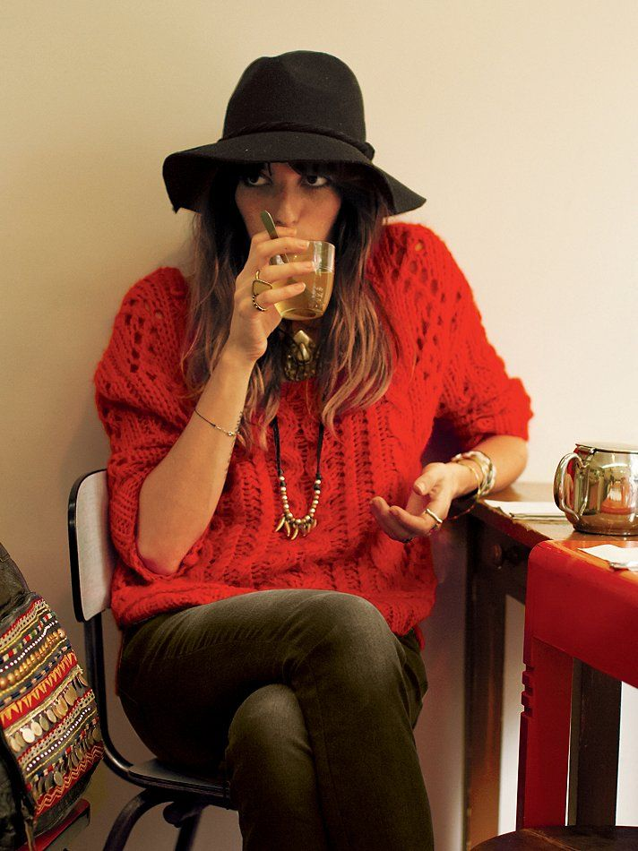 boho hat + big sweater + skinnies / Lou Doillon in free people 赤 style styling coordinate ニット トップス コーデ コーディネート red knit tops outfit