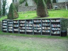 Outdoor Bookshelf: Book Spaces, Book Art, Summer Book, Outdoor Bookshelf, Favorit Bookca, Summer Reading, Bookworm Heavens, Hay On Wye, Book Reading