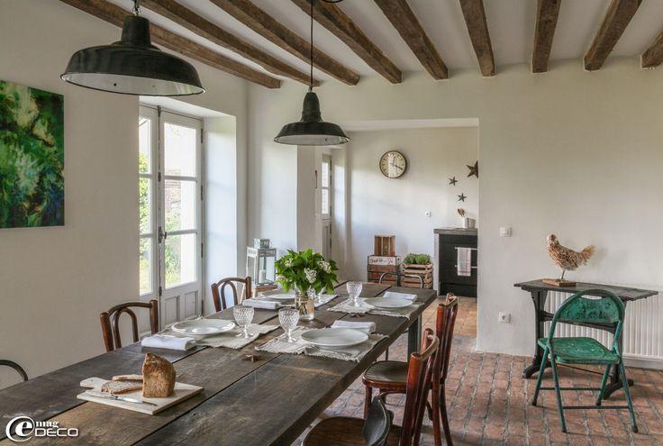 Chez marie du sordet table manger r alis e avec de grandes planches de boi - Deco salle a manger ancienne ...
