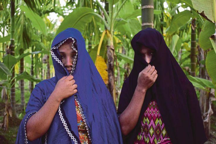 Habiba dan Samira cerita detik dirogol tentera Myanmar dan bapa dibunuh mereka   Cerita mengenai dirogol beramai-ramai yang dialami Habiba dan adiknya hampir sama dengan pengalaman yang diceritakan oleh ribuan pelarian Rohingya yang melarikan diri ke Bangladesh untuk mengelak kekejaman tentera Myanmar.  Mereka mengikat kami di katil dan merogol kami secara bergilir-gilir kata Habiba yang kini berlindung dengan sebuah keluarga pelarian Rohingya beberapa kilometer dari sempadan…