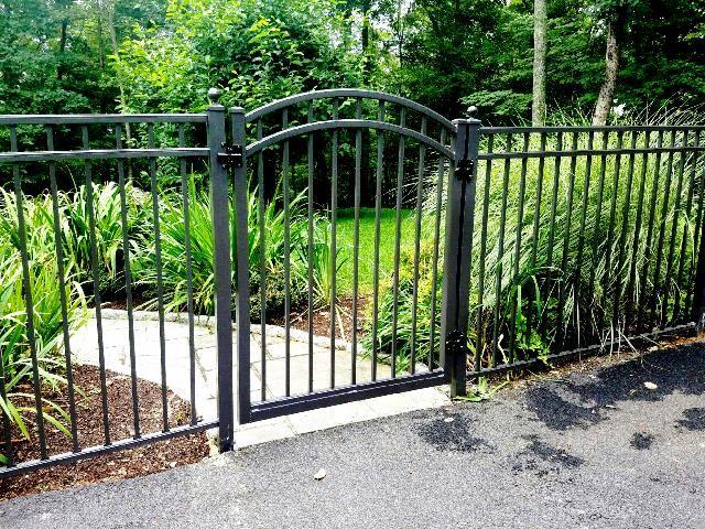 3 Rail Aluminum Fencing And Arched Walk Gate Aluminum