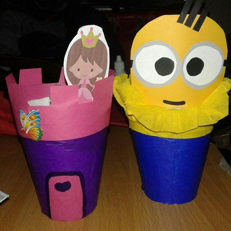 Minions y princesas hechas con vasitos desechables