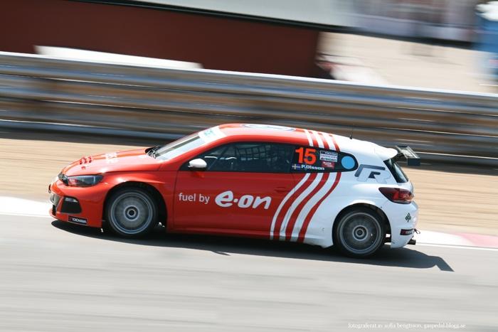 STCC-föraren Patrik Olsson i sin Volkswagen Scirocco på Knutstorp. #racing #motorsport #car #bil #cars #bilar #speed #vw #volkswagen #volkswagenscirocco #photography #foto