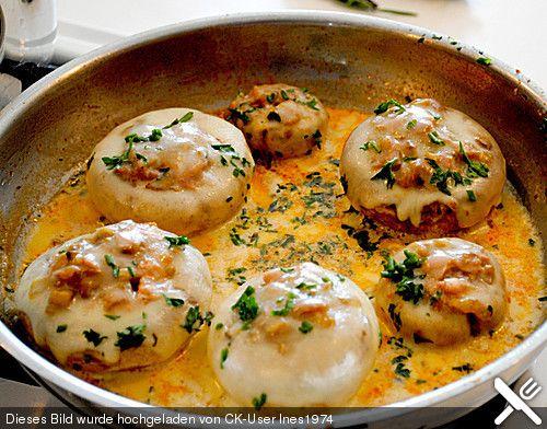 Illes leicht gefüllte Champignonköpfe auf Ofenkartoffeln, ein beliebtes Rezept aus der Kategorie Raffiniert & preiswert. Bewertungen: 133. Durchschnitt: Ø 4,5.