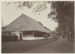 Sociëteitsstraat te Banda Naira, 1901 - collectie KITLV