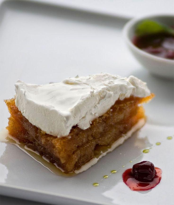 Kaymaklı kadayıf tatlısı Türk mutfağının vazgeçilmezlerinden biridir. Düşük bir ihtimal olarak bu lezzeti kaçıran varsa bir göz atsın :). Afiyet bal şeker olsun http://www.lezzetlim.net/kaymakli-kadayif-tatlisi-tarifi.html