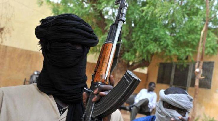 La branche d'Al-Qaïda au Mali a publié une vidéo de six otages étrangers, dont l'Australien Arthur Kenneth Elliott, âgé de 82 ans, et la Française Sophie