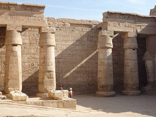LUXOR (THEBES), EGYPT - Temple of Medinet Habu - 2nd Court/ ЛУКСОР, ЕГИПЕТ - Храм Мединет-Хабу - 2-ой дворик