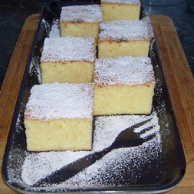 Pillekönnyű grízes túrós kevert süti - Egyszerű Gyors Receptek