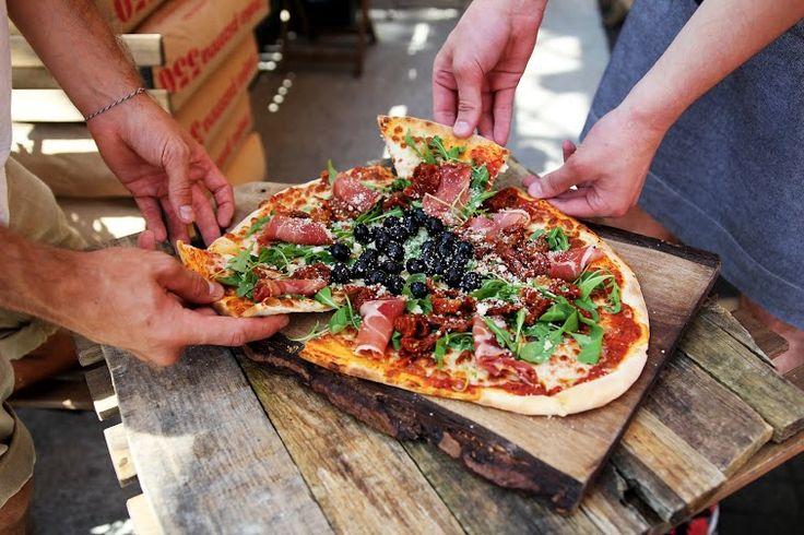 fot. masz.talerz | www.masztalerz.tu... | www.le-targ.com | #pizza #italian #italy #italiancuisine #yummy #food #foodporn #color #colors #foodgasm #breakfast #letargbistro #restaurant #starybrowar #poznan #instafood #eating #cuisine #stary #browar #great #place #foodporn