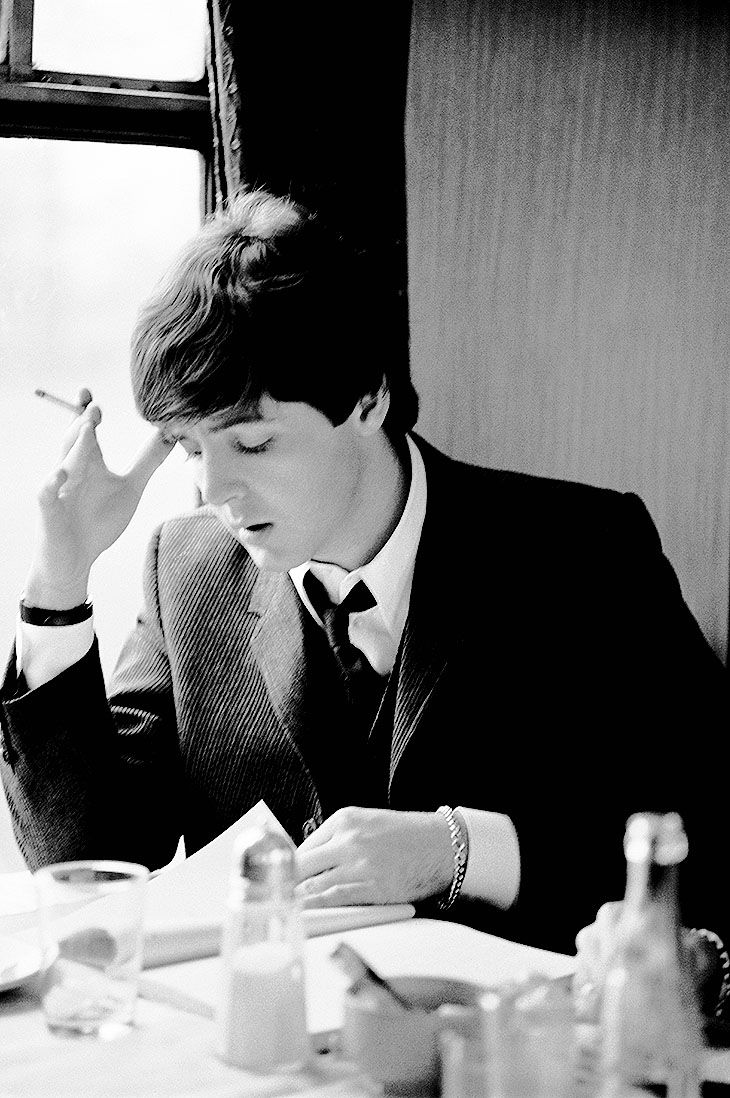 Sing Searchin' Paul, Sing Searchin', beatlesy:   Paul McCartney smoking on the set of A...