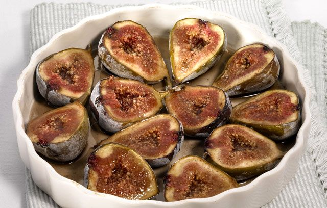Baked figs with cinnamon and honey...except I didn't have any cinnamon, so used speculaas spice.  Hope they are good!