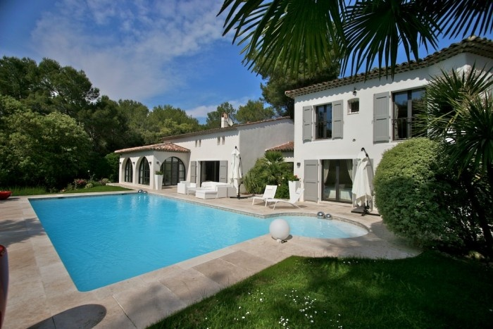Luxurious villa in traditional Provencal style