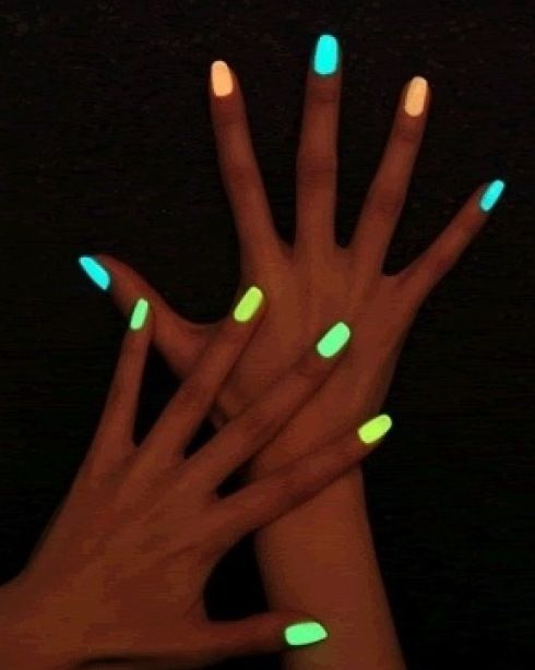 DIY Glow in the Dark Nails. Pour the contents of a flow stick into some clear nail polish, paint your nails a bright colour and top it off with the glowing top coat. The effect will probably be temporary since glow sticks tend to fade rather quickly.