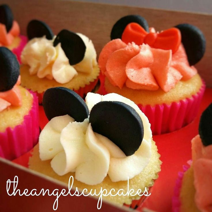 Mini cupcakes de Minnie y Mickey Mouse  Para pedidos escribe a theangelscupcakes@gmail.com y con gusto te enviaremos un presupuesto  #pasteleria #diadelosenamorados #reposteria #caracas #ccs #postre #dulce #regalo #sanvalentin #14f #cupcake #torta #ponque 14defebrero #cupcake #minnie #mickey #buttercream