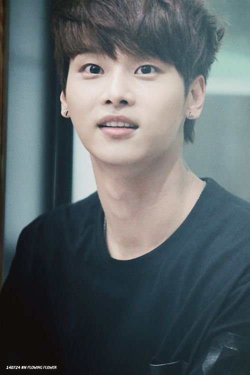 VIXX N / Hakyeon LOOK AT HIS ADORABLE LITTLE SELF, I LOVE HIM.
