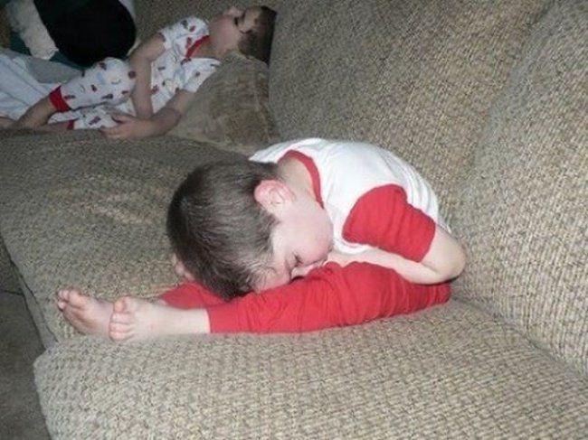 Kids Sleep in the Darndest Ways - mom.