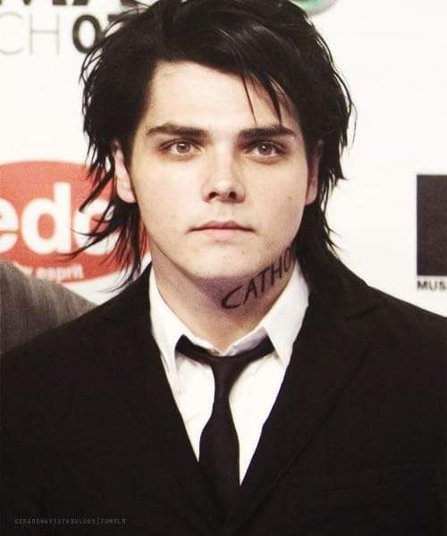My friend had a dream where I was having a gothic wedding and I wasarrying Gerard. I'm totally okay with that. Lol