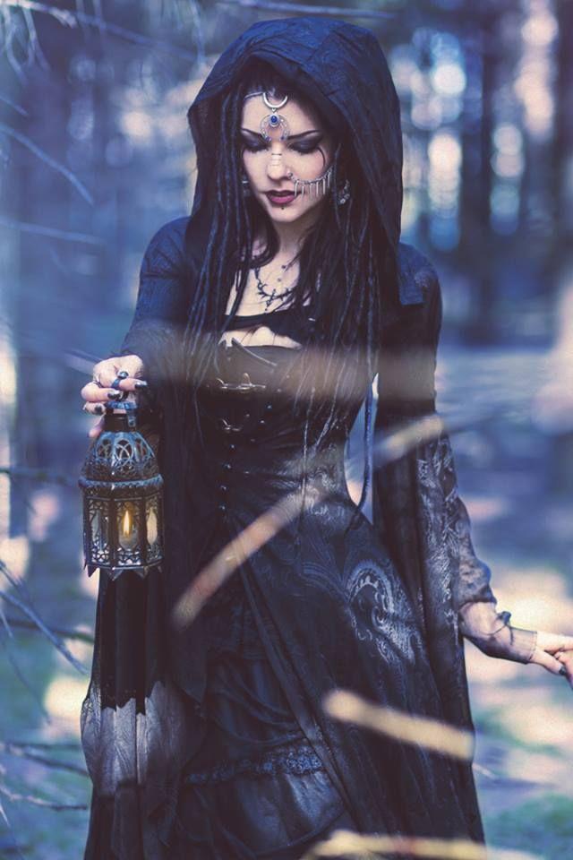 earth-witch:    Photographer: Sandra Bluhm - Licht- und SchattenspielModel: Gatto Nero Katzenkunst