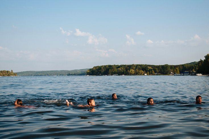 järvessä uiminen
